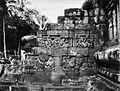 COLLECTIE TROPENMUSEUM Reliëf aan de linkerzijde van de grote trap bij de tempel Tjandi Mendoet. TMnr 60004713.jpg