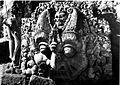 COLLECTIE TROPENMUSEUM Reliëf voorstellende het hoofd van Kala op de Candi Tumpang TMnr 60016439.jpg