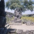 COLLECTIE TROPENMUSEUM Stenen tempelwachter bij de Candi Sewu TMnr 20025709.jpg