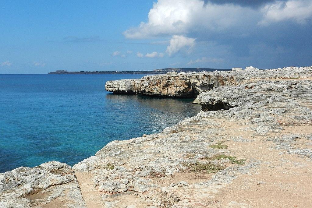 Cala Santandria, Menorca - panoramio.jpg