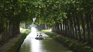 Summit-level canal - Canal du Midi