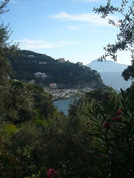 File:Capri au large - panoramio.jpg