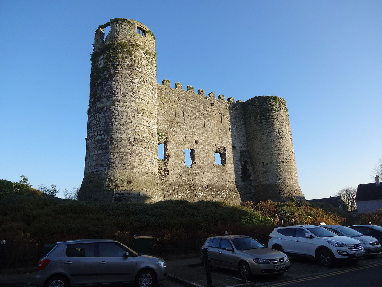 Carlow castle during the day with cars parked in front of it
