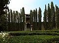 Casagrande dei serristori, giardino, lato interno delle mura di figline 01.jpg
