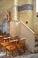 Chaire en pierre (XVIe) de l'église Saint-Pierre de Lasson.jpg