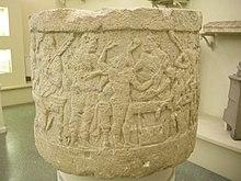 Cippo cilindrico da Chiusi con scena di banchetto, V sec. a.C