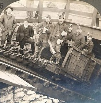 History of coal miners - Coal miners at a deep anthracite mine in Hazleton, Pennsylvania in 1900.