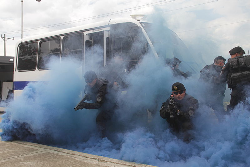 File:Colombian Police (9734320220).jpg