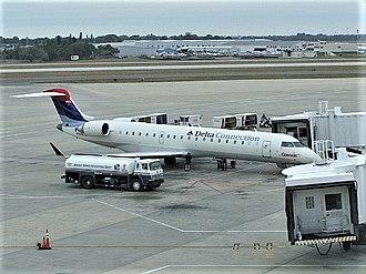 Comair - Comair CRJ700 at Sarasota-Bradenton International Airport