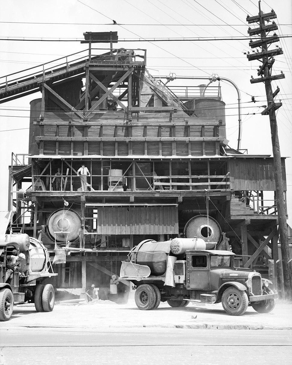 Concrete mixing plant, Birmingham, Alabama, view 2