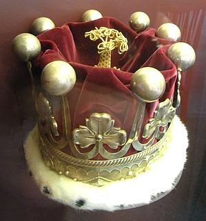 small crown consisting of ornaments fixed on a metal ring
