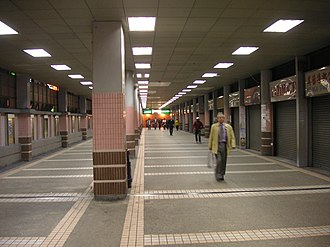 Central Market, Hong Kong - Corridor within Central Market (Central Escalator Link Alley), in 2005.
