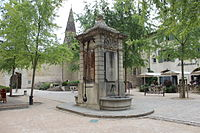 Crémieu - Fontaine Place de la Nation (PA00117156)-002.JPG