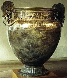 au Musée de Châtillon sur Seine en Côte d'Or dans Côte d'Or 220px-Crat%C3%A8re_de_Vix_0023