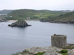 Cromwell's Castle, Tresco overlooking Bryher - geograph.org.uk - 885110.jpg