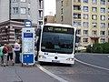 Děčín, zastávka Myslbekova, autobus linky 422.jpg