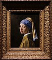 Den Haag - Mauritshuis - Johannes Vermeer (1632-1675) - Girl with a Pearl Earring c. 1665.jpg