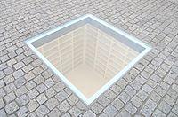 הספרייה הריקה, אנדרטה בכיכר בבל שבמרכז ברלין, לזכר שריפת הספרים שהתרחשה במקום בזמן השלטון הנאצי.