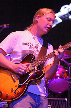 DerekTrucks with the ABB 2009.jpg