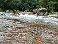 Deslizando na cachoeira - Ilhabela - panoramio.jpg