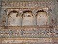 Detalle de falsas ventanas de a iglesia mudejar de Santa Olalla. Puebla de la Reina. Badajoz.JPG
