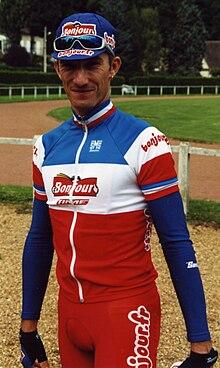 Photographie présentant Didier Rous avec son maillot de champion de France en 2001.