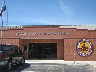 Devine, Texas - Image: Dr. George S. Woods Community Center in Devine, TX IMG 0496