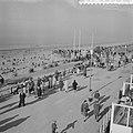 Drukte in de strandpaviljoens te Zandvoort, Bestanddeelnr 912-1177.jpg