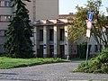 Dubečská 900, škola, vchod.jpg