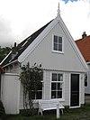 foto van Houten huis met ten dele versierd houtskelet. Voorgevel uit eerste kwart 20e eeuw.