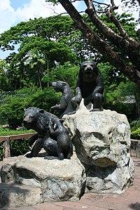 Dusit Zoo bear statue.jpg