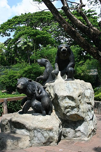 Dusit Zoo - Bear statue at the zoo