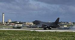 Un Lancer B-1B repartizat în a 9-a Escadronă de bombe expediționare aterizează la Andersen AFB în 2007. Rotația aeronavelor în sprijin este concepută pentru a demonstra angajamentul SUA față de regiunea Indo-Asia-Pacific.