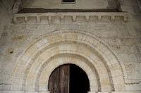 Eglise Saint-Martin de Charenton du Cher (Portail Roman).JPG