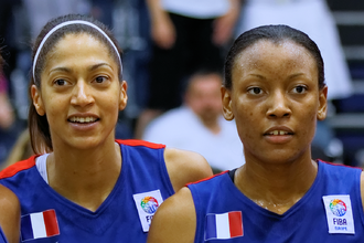 Diandra Tchatchouang - Tchatchouang (right) with Emmeline Ndongue in 2013