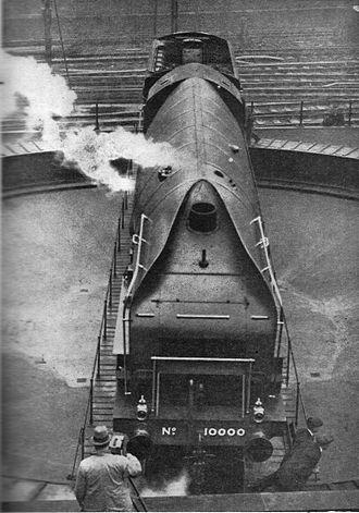 LNER Class W1 - Image: Engine 10000 on turntable (Wonder Book of Engineering Wonders, 1931)
