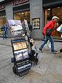 Espositori mobili che mostrano alcune tra le principali pubblicazioni dei testimoni di Geova - 04.JPG