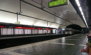 Rocafort (Barcelona Metro) - The station's interior as seen from the platforms