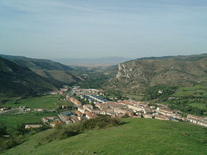 Oja (river) - The Rio Oja can be seen below the hill of the Oja Valley flowing past the town of Ezcaray