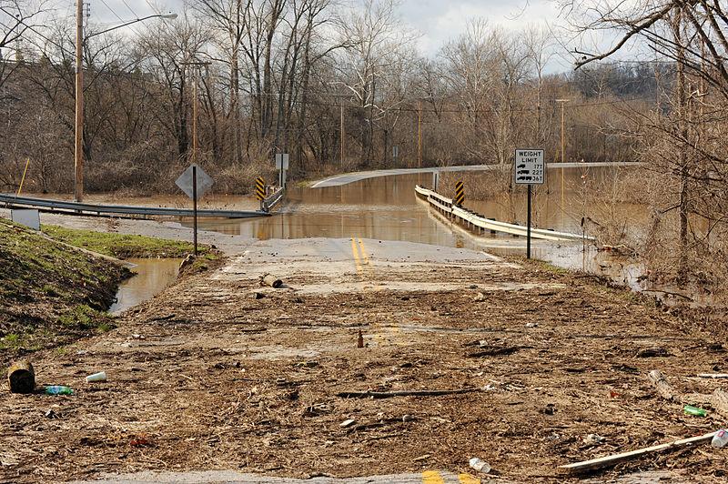 File:FEMA - 34560 - Debris and water on roads in Missouri.jpg