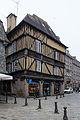 Façade est de la maison au 1 place des Merciers, Dinan, France.jpg