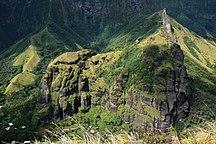 Isole Marchesi-Arte-FatuIva BasalticRocksAboveHanavave 20061111