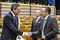 Flickr - Convergència Democràtica de Catalunya - Ramon Tremosa i Mario Draghi, president del BCE, al Parlament Europeu de Brussel·les 1-12-2011.jpg