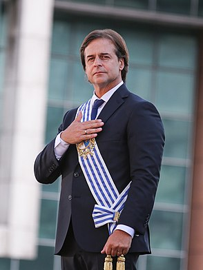 Foto Oficial Presidente Luis Lacalle Pou.jpg