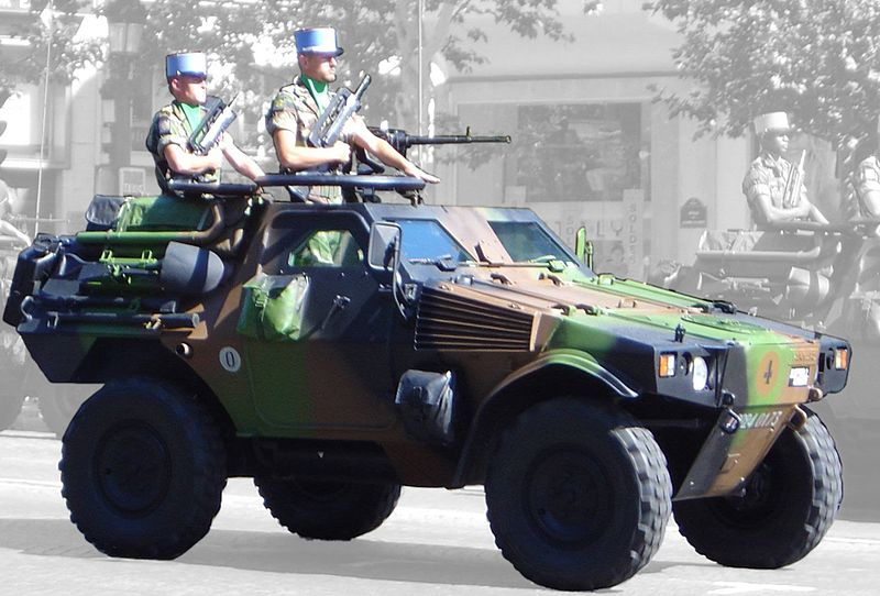 Rússia negocia com a França a aquisição de 500 veículos blindados ligeiros