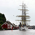 Fullriggeren Sørlandet ved Gjestgiveriet i Ny-Hellesund.jpg