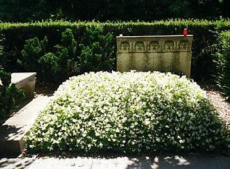 Bois-de-Vaux Cemetery - Image: Gabrielle « Coco » Chanel