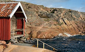 Gamlestan fishing hut and harbor at Vikarvet Museum 1.jpg