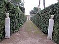 Giardini di villa medici, vialetti 08 erme.JPG