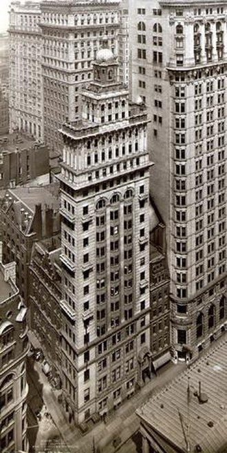 Gillender Building - The Gillender Building in April 1910. The larger structure on the right is the Hanover Bank Building, built in 1903 and demolished in 1931.